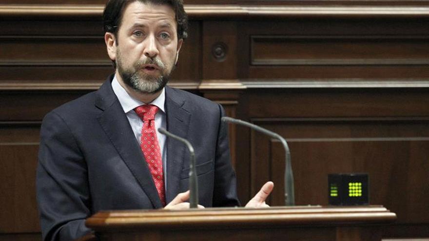 El presidente del Cabildo de Tenerife, Carlos Alonso, durante la defensa de la toma en consideración de la proposición de ley sobre la ordenación de los Barrancos de Güímar