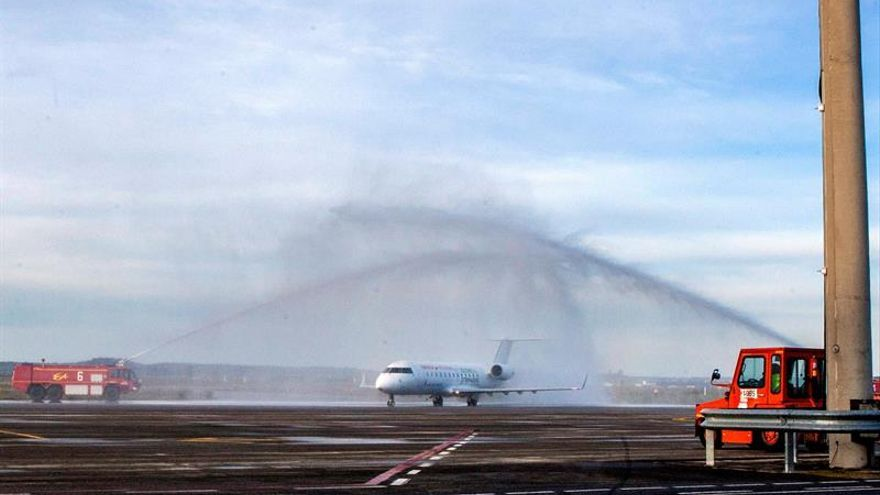 Badajoz recupera los vuelos con la llegada de 44 pasajeros de Barcelona