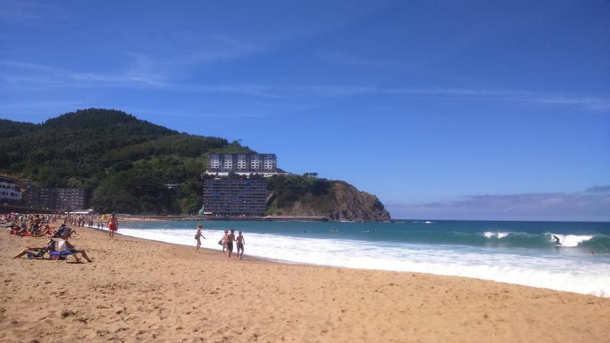 Todas las playas de Bizkaia permiten el baño libre aunque en diez de ellas se pide precaución