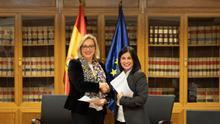 Carolina Darias y la directora de la Inspección de Trabajo y Seguridad Social, Soledad Serrano, en la firma del acuerdo en Madrid