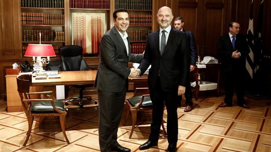 Moscovici ve factible el alivio de la deuda griega pero pide mantener el ritmo de las reformas