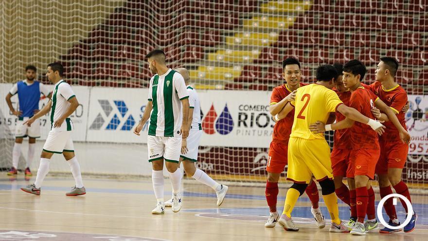 Jugadores del Córdoba Patrimonio tras un gol de Vietnam
