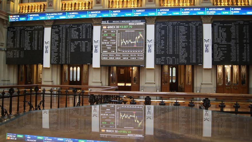 La Bolsa española abre con pérdidas del 0,76 % arrastrada por Wall Street