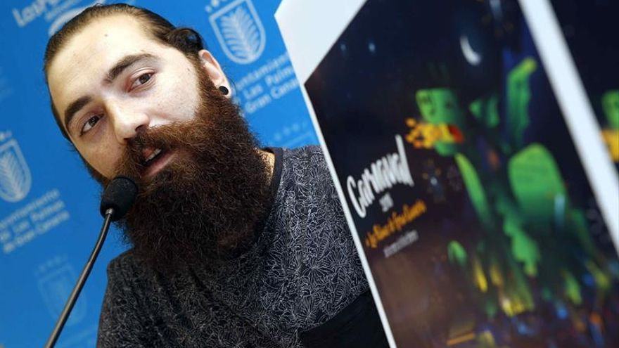 El diseñador del cartel del carnaval de Las Palmas de Gran Canaria 2018, Francesco Faggiano. (EFE/Elvira Urquijo A.)