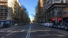 Imágenes de la Calle Orense del primer día sin colegios y con teletrabajo en Madrid.