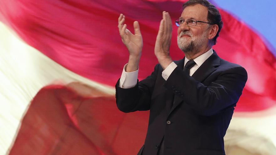 Rajoy aplaude tras su discurso en el congreso del PP