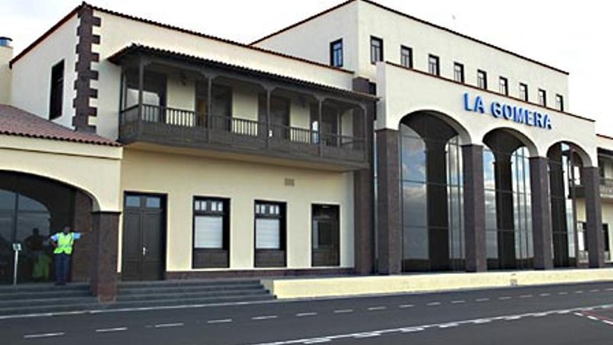 Fachada exterior del edificio terminal del Aeropuerto de La Gomera