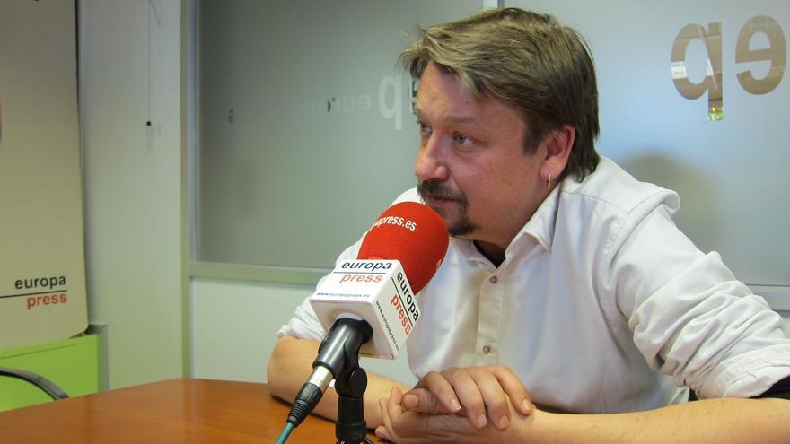 Domènech (ECP) recuerda que el candidato de la moción de censura puede no ser diputado