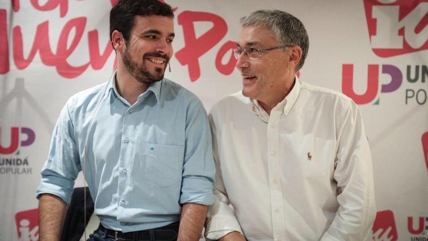 Garzón en un acto en Asturias junto al candidato de Unidad Popular, Manuel Orviz