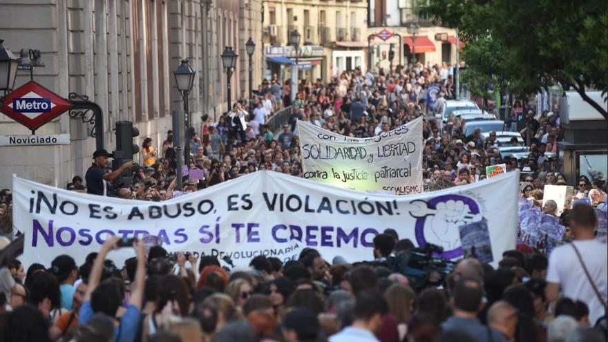Protesta contra la libertad de 'la manada' frente al Ministerio de Justicia en Madrid