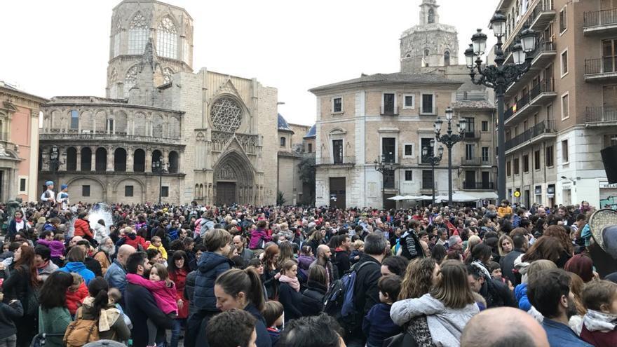 Acte d'Escola Valenciana a la plaça de la Mare-de-déu, a València.