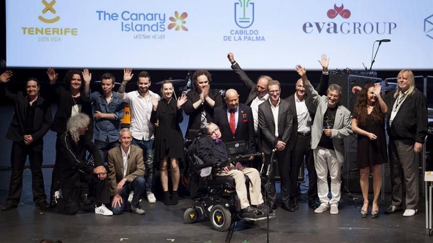 """Hawking celebra un """"Universo sónico"""" con U2 y la Estación Espacial de aliados"""