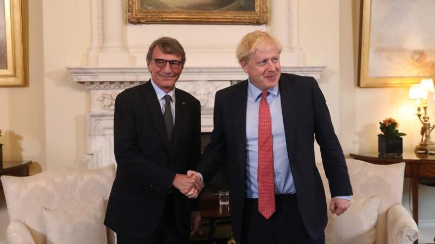 """Johnson defiende su plan de """"brexit"""" y Sassoli dice que """"no hay progresos"""""""