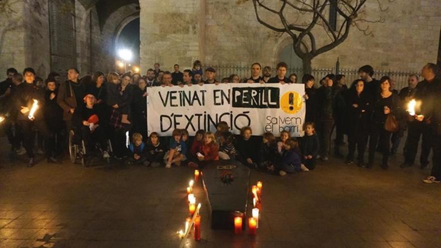 Las asociaciones de Ciutat Vella reivindican el barrio para residentes con la campaña 'Veïnat en perill d'extinció'