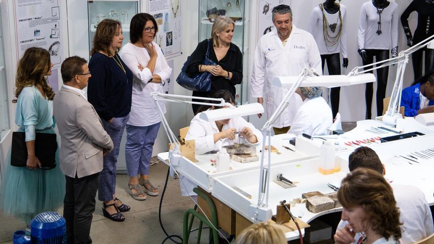 Rosa Tous conoció las instalaciones de la Escuela de Arte Manolo Blahnik.