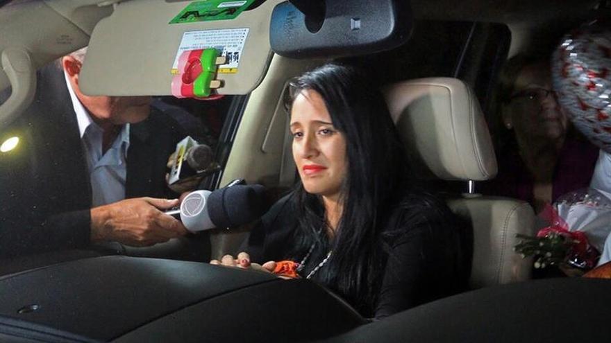 La única mujer que sobrevivió al accidente aéreo en Colombia aún vive un drama