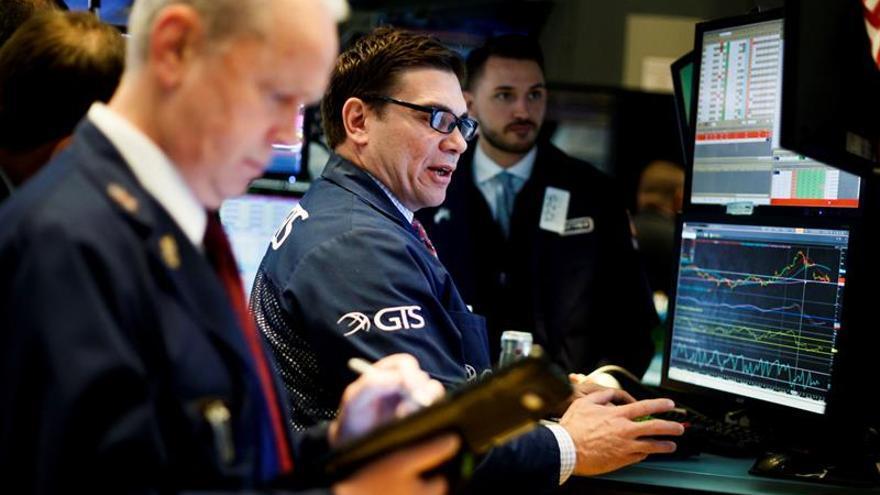 Wall Street, en rojo a media sesión y el Dow Jones baja un 0,75 %