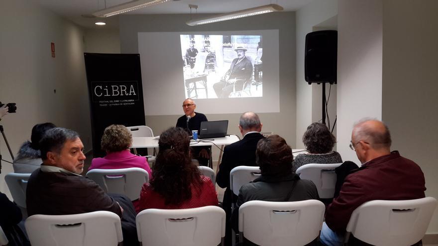 Enrique Sánchez Lubián, durante la conferencia sobre Blasco Ibáñez en Urbana, 6