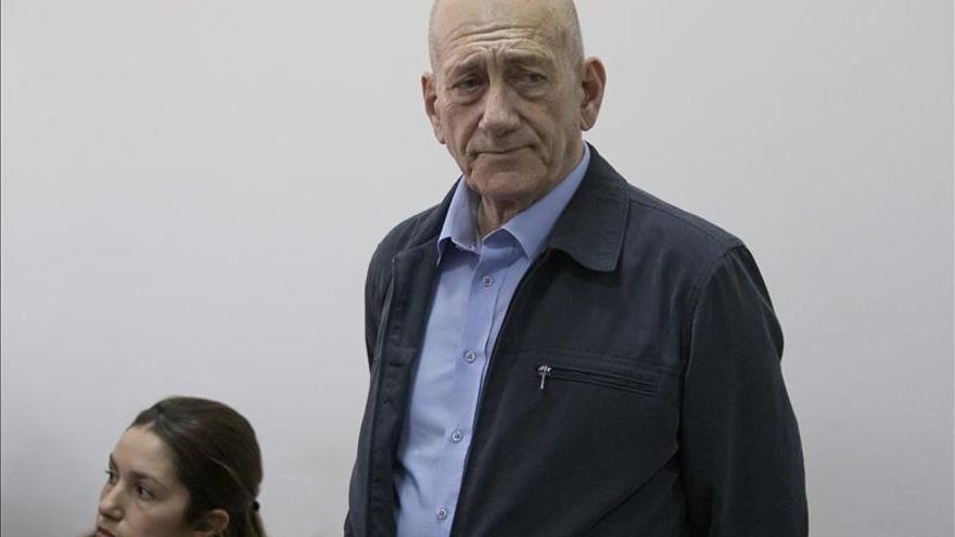 El exprimer ministro israelí Ehud Olmert condenado a ocho meses de prisión