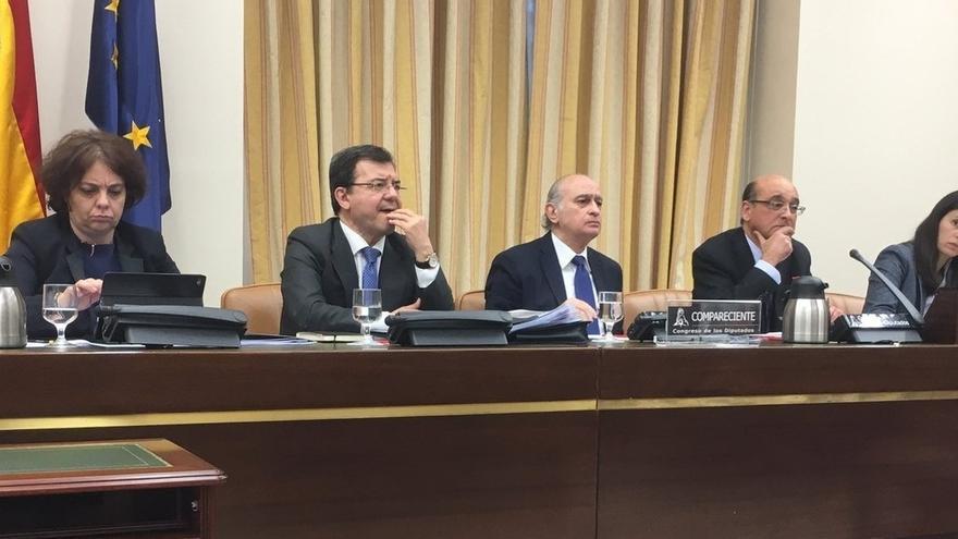 La comisión de investigación durante la comparececnia del exministro Jorge Fernández Díaz.