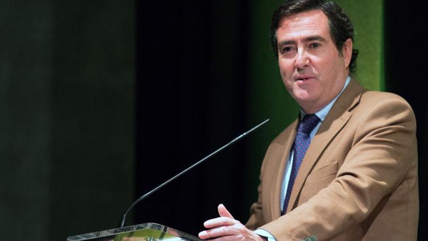 Garamendi dice que un salario mínimo de 14.000 euros por Ley afecta el empleo