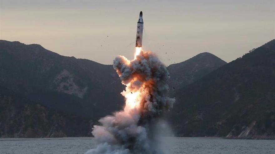 Corea del Norte lanza al mar cuatro misiles balísticos