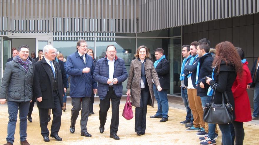 """Rajoy dice que """"España no puede volver al pasado"""" ni gobernarse """"por radicales y doctrinarios de universidad"""""""