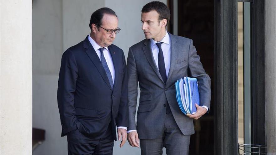 Hollande, decepcionado con la salida de Macron por su ambición presidencial
