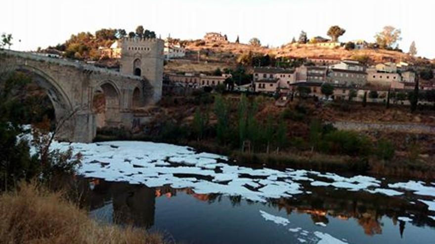 Río Tajo a su paso por Toledo este sábado. Foto: Javi Mateo
