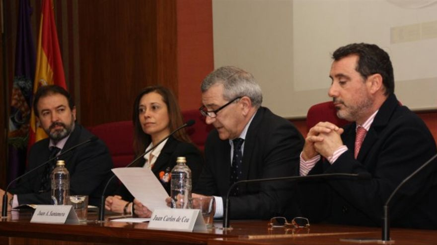 A la derecha, Juan Carlos de Cea, nuevo presidente de la CHT