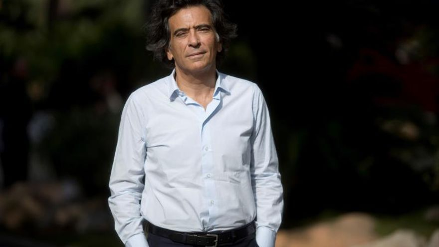 Arcópoli denuncia un artículo homófobo de Arcadi Espada contra Gabriel Rufián