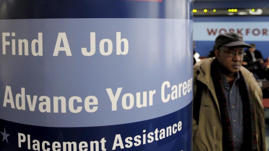 La cifra semanal de pedidos del subsidio de desempleo en EE.UU. baja a 360.000