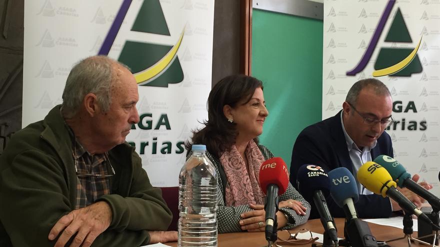 Ángela Delgado, de Asaga, junto a otros dirigentes agrarios en la rueda de prensa de este lunes