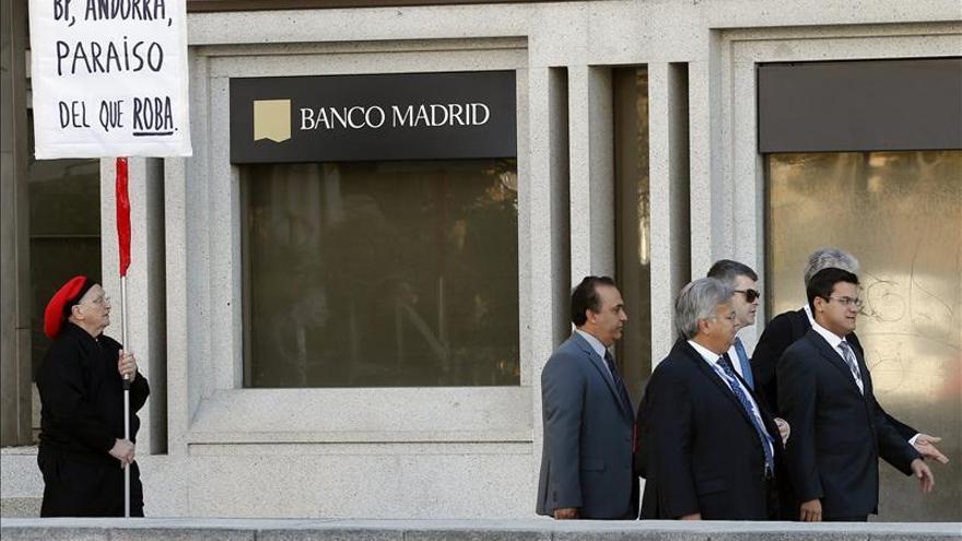 Banco madrid el amargo final de una entidad que fio su for Oficinas banco santander alicante capital