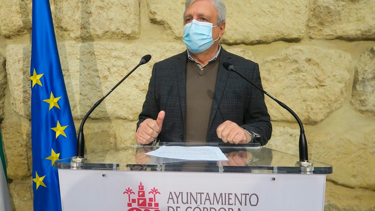 El concejal del PSOE José Rojas, en rueda de prensa.