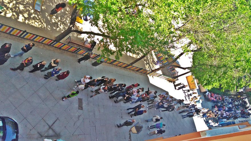 Colas para votar en el colegio electoral situado en el Dos de Mayo | SOMOS MALASAÑA
