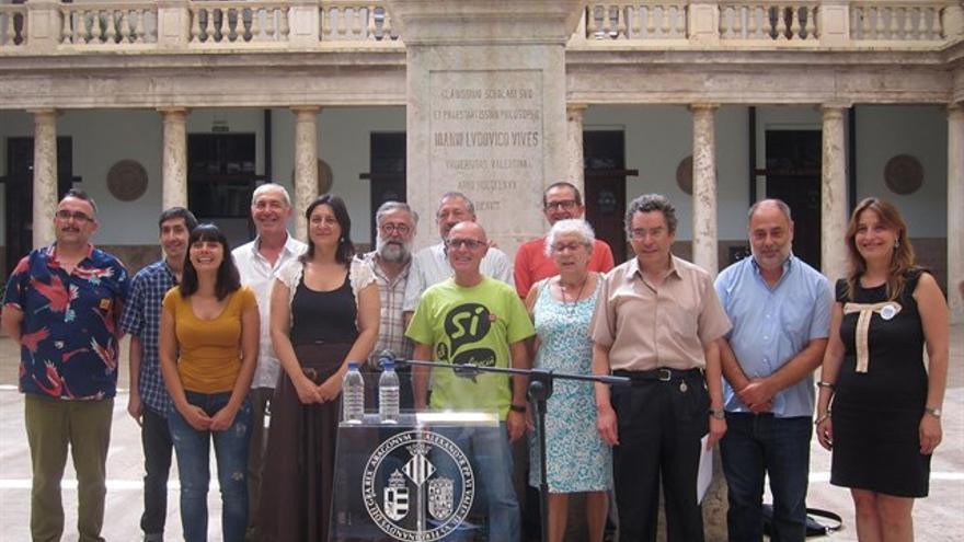 Miembros de la Plataforma pels Drets Lingüístics en La Nau de la Universitat de València