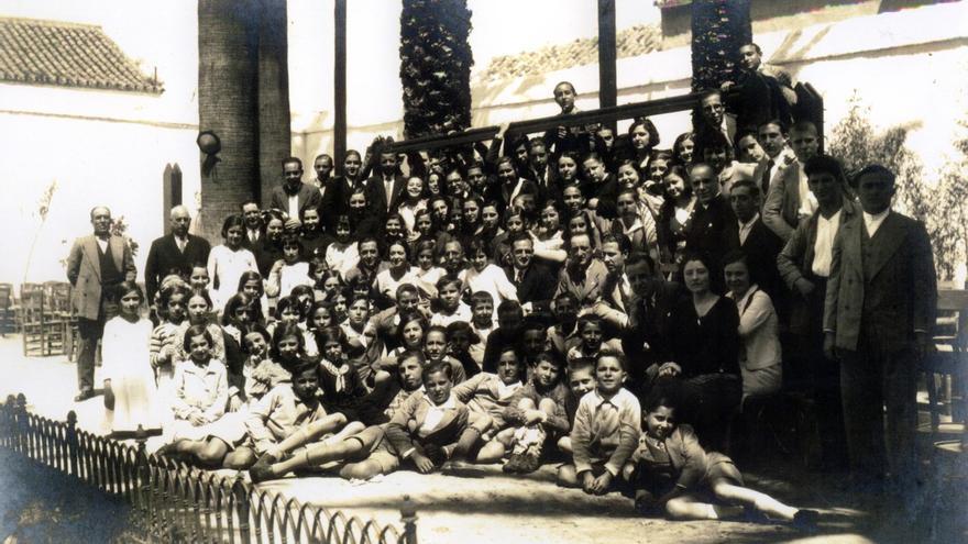 Alumnos del instituto elemental Rodrigo Caro, en Utrera (Sevilla) que funcionó entre 1933-1937