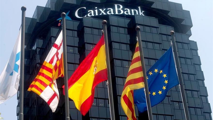 CaixaBank gana 403 millones hasta marzo, un 48 % más, tras integrar BPI