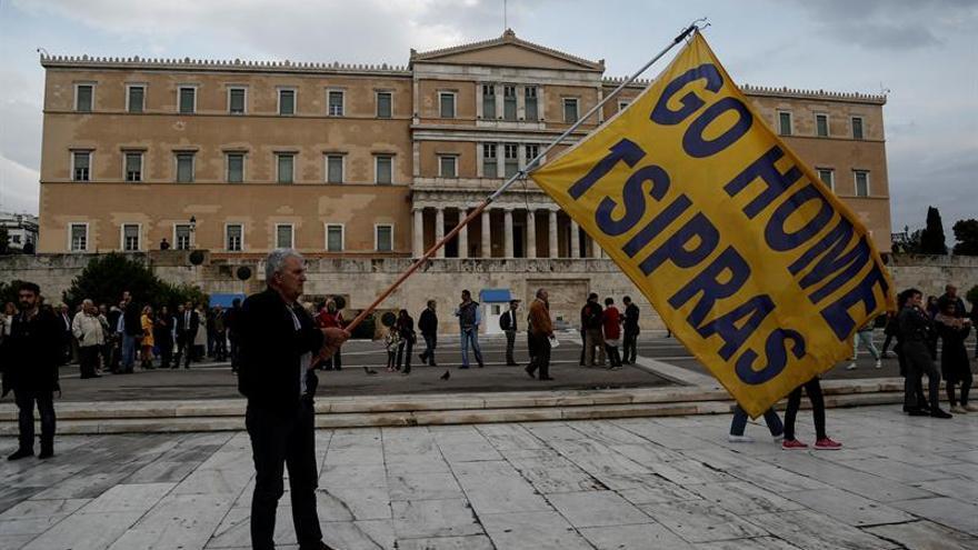 El Parlamento griego aprueba los nuevos recortes acordados con los acreedores