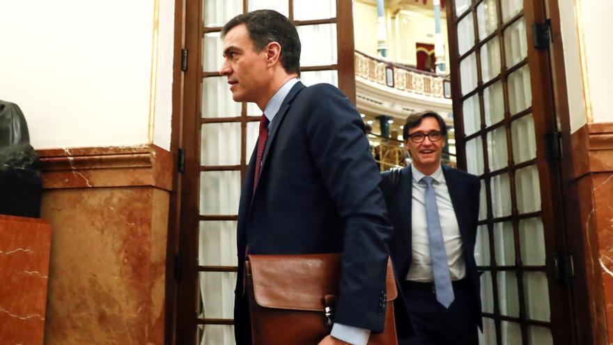 Sánchez analiza con Illa y Simón el centenar de brotes de COVID-19 en España