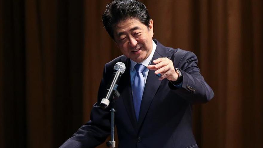 El primer ministro japonés ofrece condolencias por los muertos en Pearl Harbor
