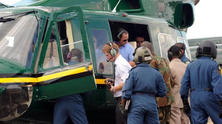 El príncipe Enrique dejará de pilotar helicópteros de combate