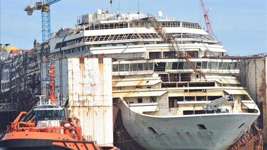 El Costa Concordia inicia el traslado para completar su desguace