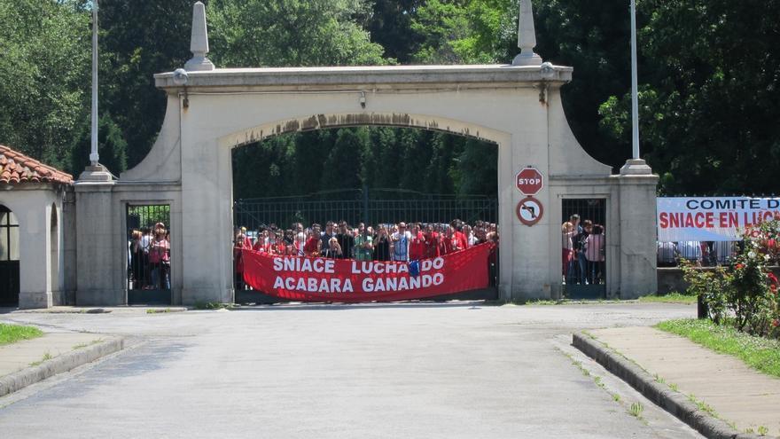 """Dirección y comité de Sniace se reunirán de nuevo para """"readaptar"""" el acuerdo laboral"""