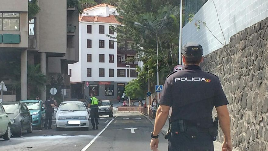 En la imagen, zona del incidente y el vehículo siniestrado.