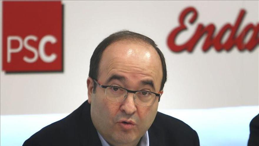 Iceta insta a Rajoy y Mas a retomar ya el diálogo y les propone una agenda