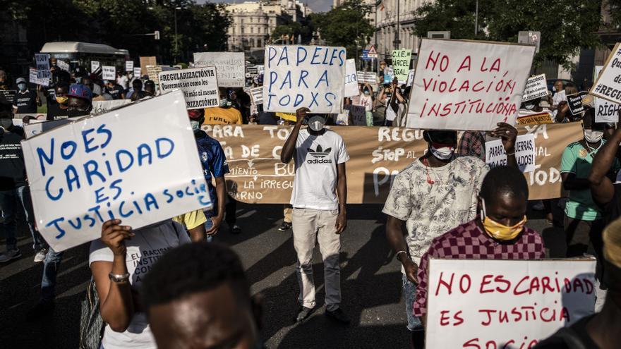 Manifestación de colectivos migrantes del movimiento Regularización Ya