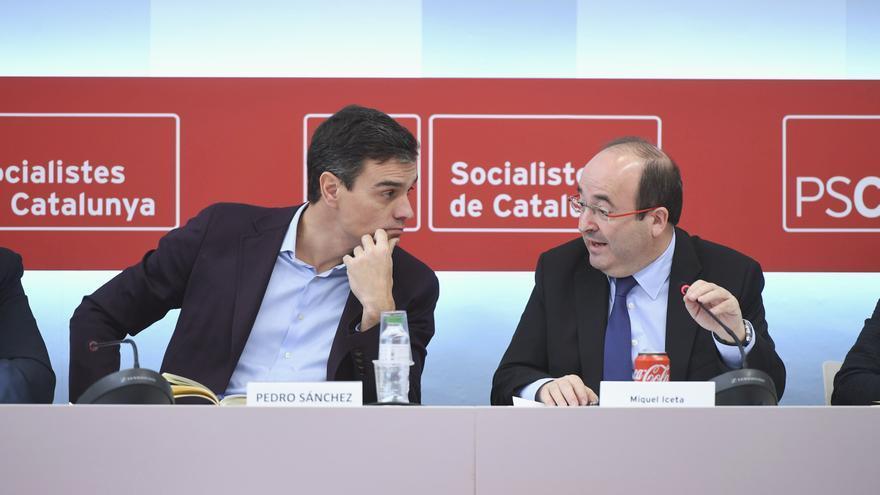 Pedro Sánchez y Miquel Iceta en la reunión de la dirección del PSC tras el 21D.