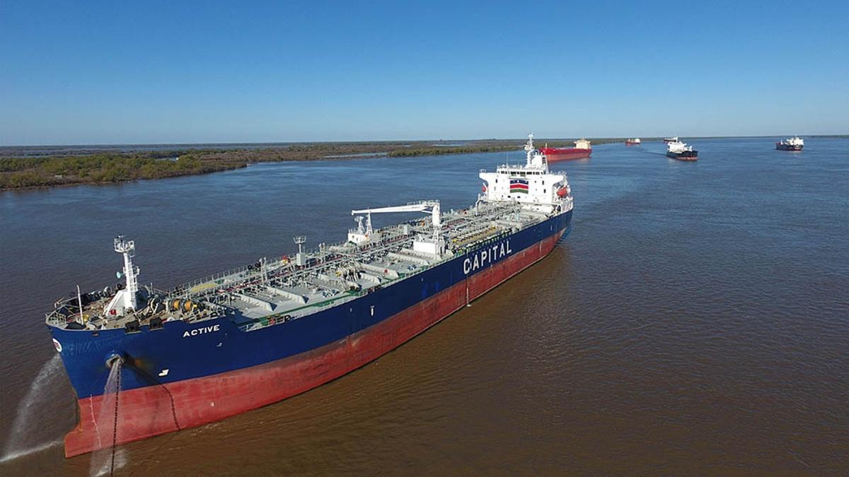 La ruta fluvial cuenta en la Argentina con 1.635 kilómetros, sobre un total de 3.400 que tiene el canal.